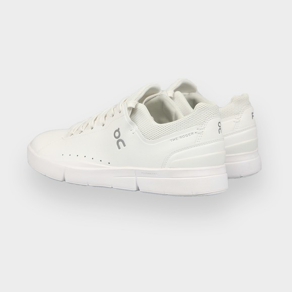 On Running Mens White The Roger Advantage Trainer main image